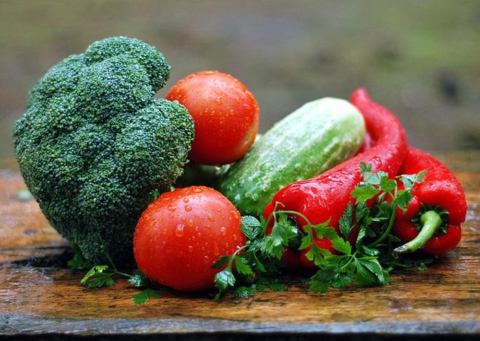Consumidores dos países ricos jogam 222 milhões de toneladas de alimentos no lixo a cada ano.