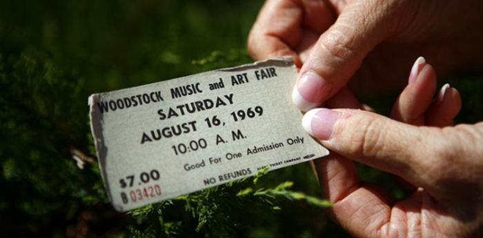 Ingresso original do festival de Woodstock, realizado em 1969.