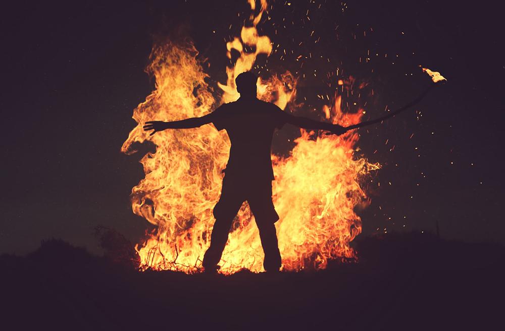 O fogo que arde no interior de Jesus é a paixão por Deus e a compaixão pelos que sofrem.