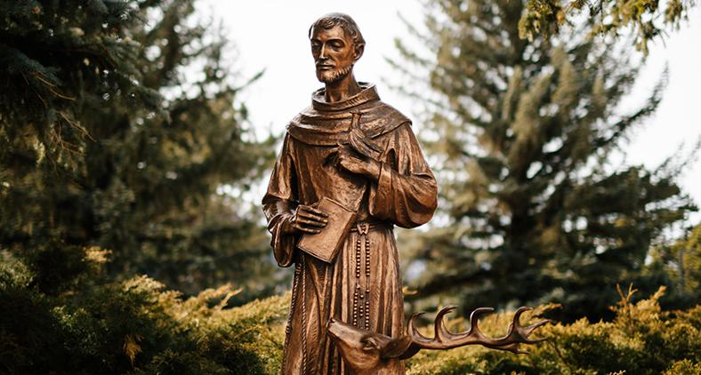 """Francisco, por sua renúncia às riquezas deste mundo, é conhecido como o """"poverello d'Assisi"""" (pobrezinho de Assis). (Grant Whitty/ Unsplash)"""