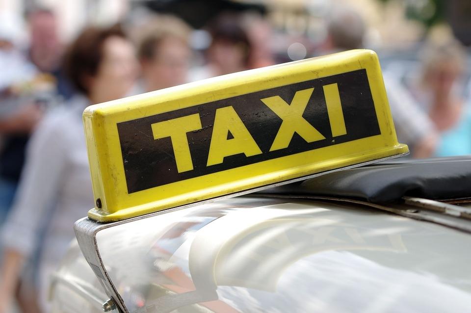 Taxistas em geral conhecem muito desta vida .