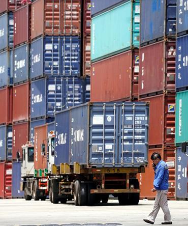 Em relação às importações, houve aumento de 5,7% em setembro sobre um ano antes, a US$ 16,494 bilhões (R$ 68,60 bilhões). (Aly Song/Reuters)