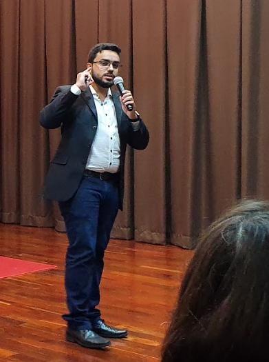 Gilberto Oliveira ministra palestra na EMGE.