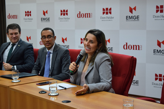 Professora Camila Martins, coordenadora do Centro de Simulação e Intercâmbio (CSI) da Dom Helder.