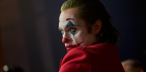 'Coringa' conta com Joaquin Phoenix no papel principal. (TM & © DC Comics/Niko Tavernise)
