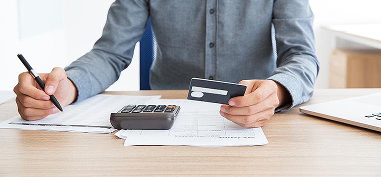 Quase um quinto do que as famílias consumiam não envolvia pagamento com recursos financeiros. (katemangostar/Freepik)