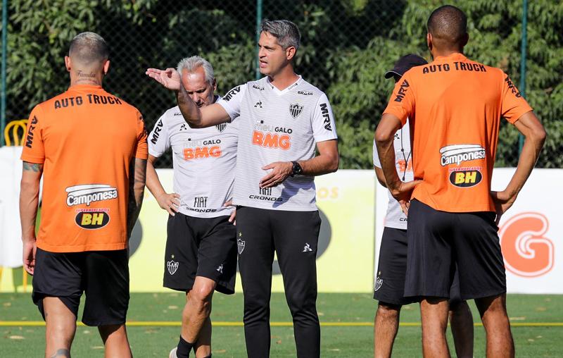 Técnico Rodrigo Santana não consegue acertar o time alvinegro