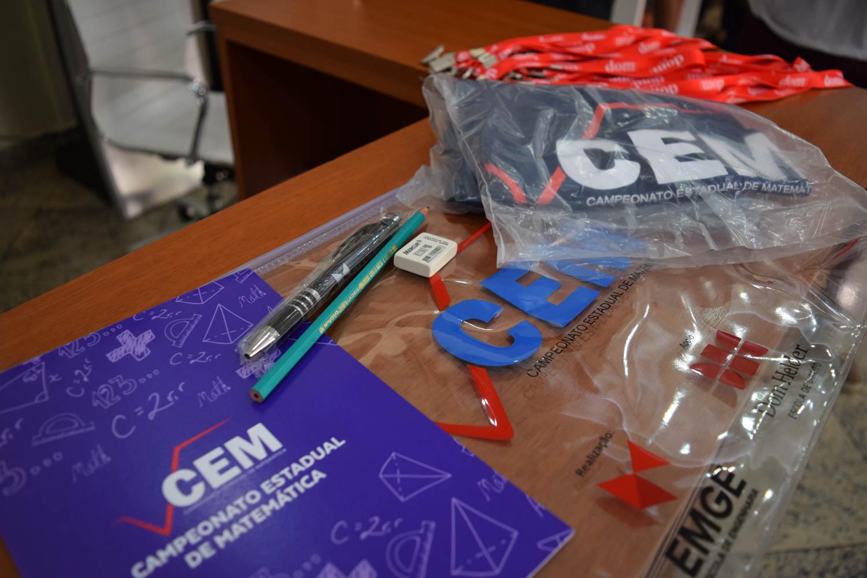Kits dos alunos participantes da grande final do CEM.