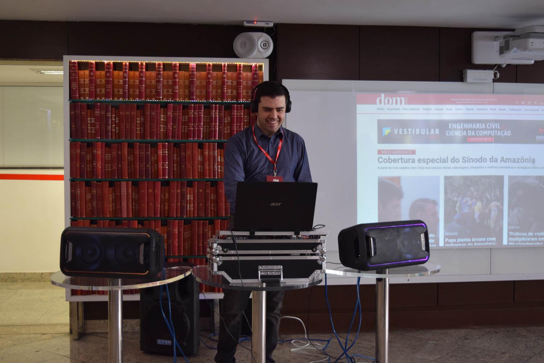 Professor e DJ Caio Lara comandou as músicas durantes o evento.