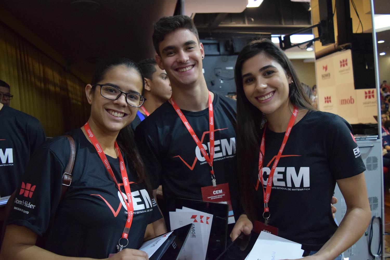 Estudantes da EMGE que prestaram suporte ao evento.
