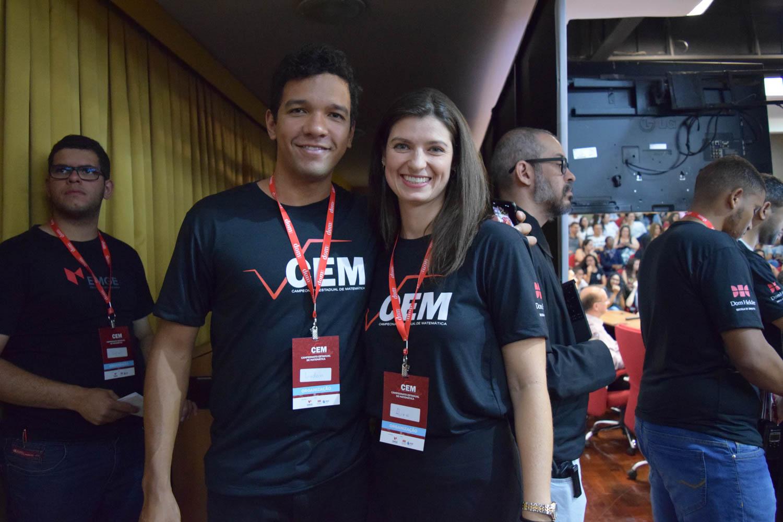 Lindon John e Aline Oliveira, parte da equipe organizadora do CEM.