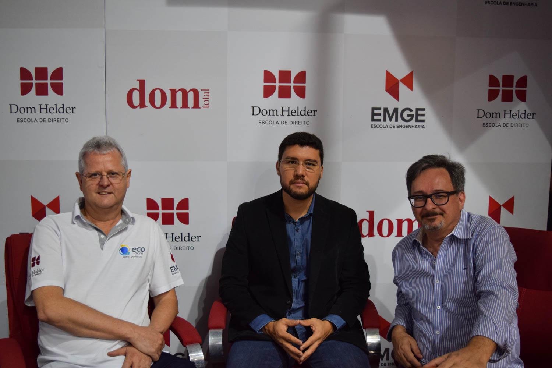 Pró-reitor de extensão Francisco Haas ao lado do reitor da EMGE Francilm Brito e do assessor de imprensa do Movimento EcoDom, Marco Piquini.