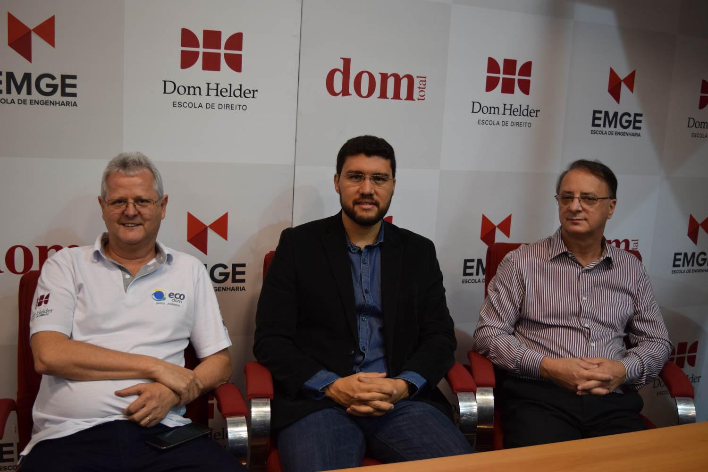 Pró-reitor de extensão Francisco Haas ao lado do reitor da EMGE Francilm Brito e do reitor da Dom Helder, Paulo Umberto Stumpf.