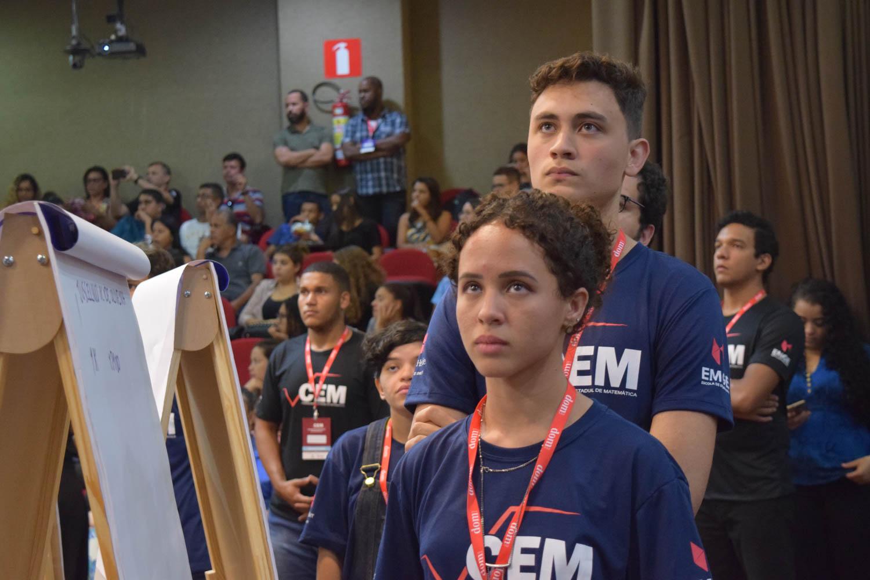 Alunos finalistas do CEM durante a segunda etapa eliminatória da grande final.