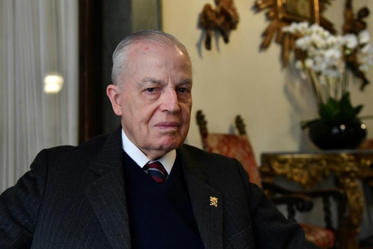 Dom Bertrand de Orleans e Bragança posa no Hotel Quirinale, em Roma