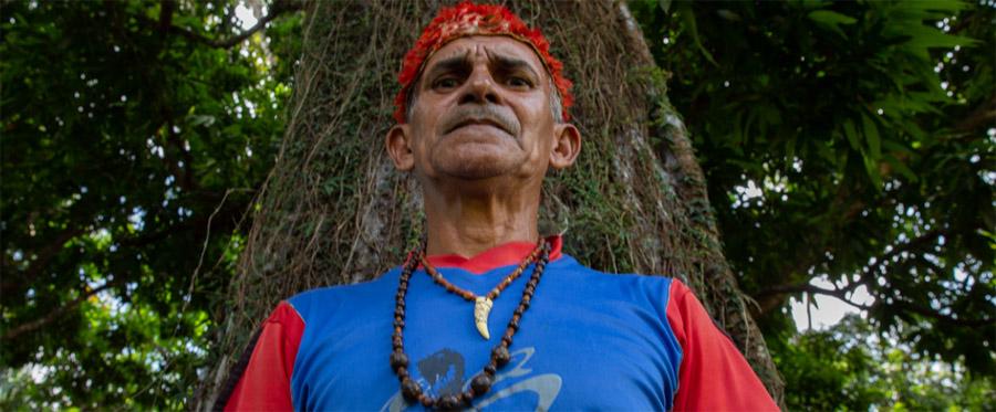 """""""A gente chega a ficar todo molhado de veneno"""", diz Paulo Bezerra, liderança da aldeia Açaizal"""