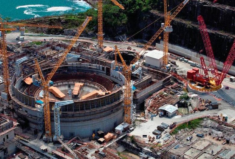 O urânio é matéria-prima para o combustível utilizado em usinas nucleares, e sua exploração é monopólio constitucional da União.