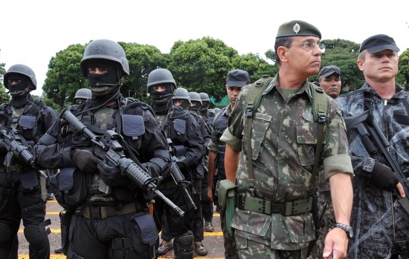 Coronel que caiu junto com general falou em interesses de pessoas ou grupos 'não exatamente republicanos'