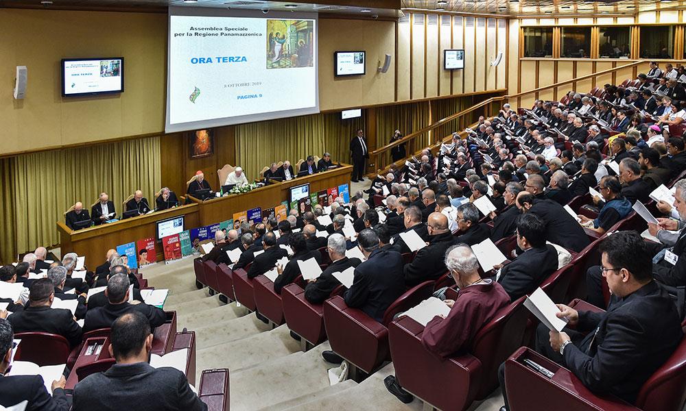 No segundo dia de reunião, os participantes do sínodo têm a oportunidade de falar abertamente diante do papa.