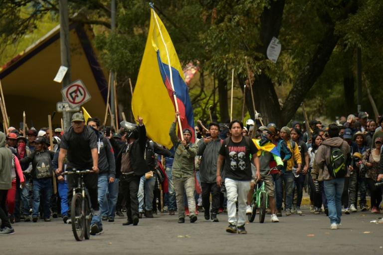 Capital foi transferida para Guayaquil por causa de protestos que tomaram as ruas de Quito