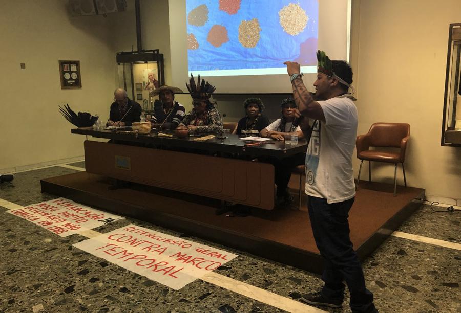 Indígenas participam das discussões no sínodo, no Vaticano