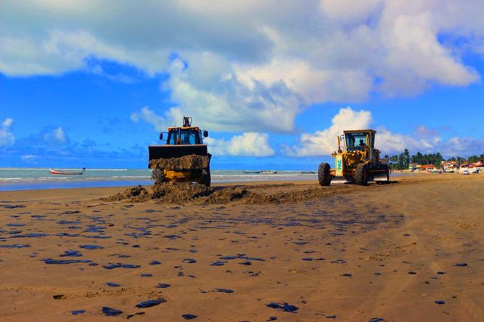 Ainda não é possível dizer que todo o vazamento que atinge praias tem a mesma origem.