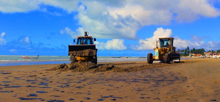 Ainda não é possível dizer que todo o vazamento que atinge praias tem a mesma origem. (Prefeitura de Piaçabuçu/Ascom/Fotos Públicas)