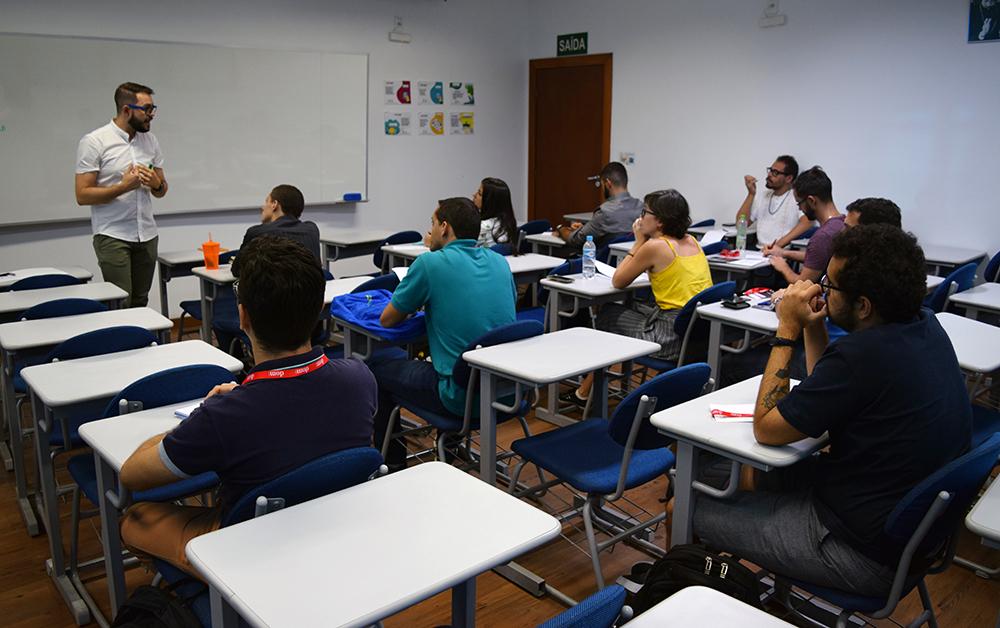 O professor Gregory Rial, da FAJE, também realizou curso durante o seminário.