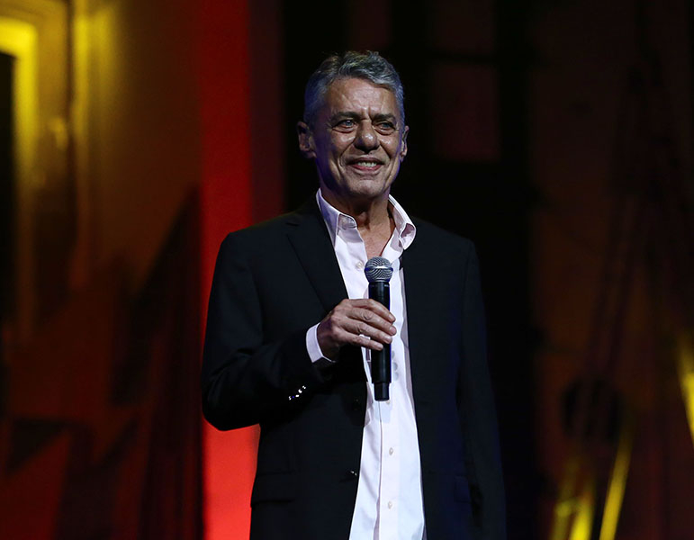 Chico ganhou o prêmio Camões, a maior distinção em literatura da escrita portuguesa.