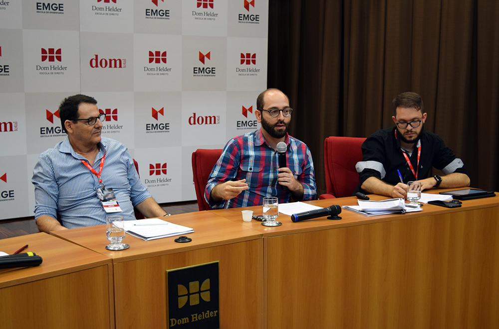Professores Nilo Ribeiro Júnior, Felipe Rodolfo de Carvalho e Gregory Rial.