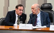 Para Stephanes Junior (E), o Coaf estava funcionando bem com funcionários de carreira. (Marcos Oliveira/Agência Senado)