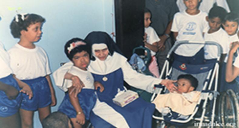 Santifiquemos quem não se esquece dos pobres. (Divulgação/ irmadulce.org)