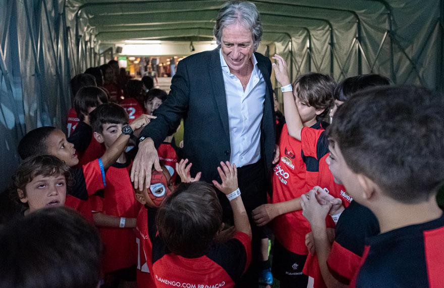 Jorge Jesus comanda o líder do Brasileirão