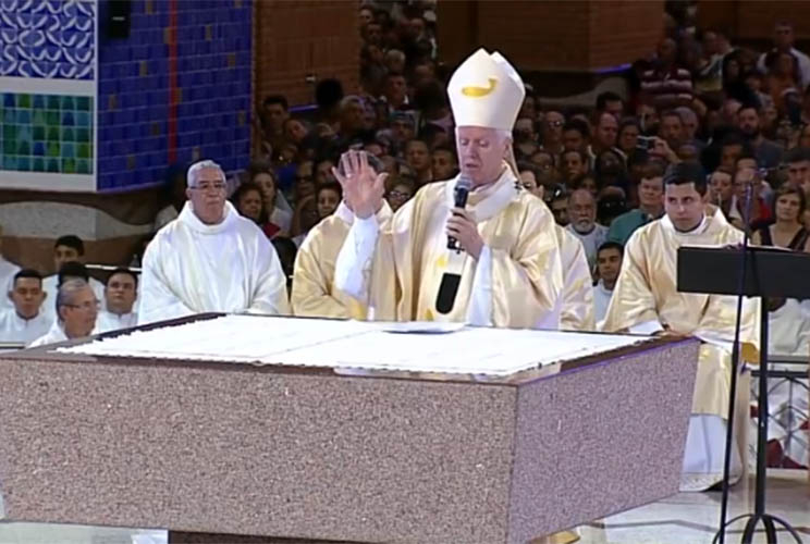 Sobre a homilia, religioso disse após a missa que referência foi a ideologia, não a governos