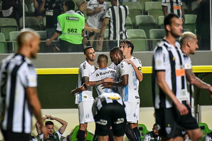Alisson faz o 4º para o Grêmio contra o Atlético, partida válida pela 25º rodada do Campeonato Brasileiro.