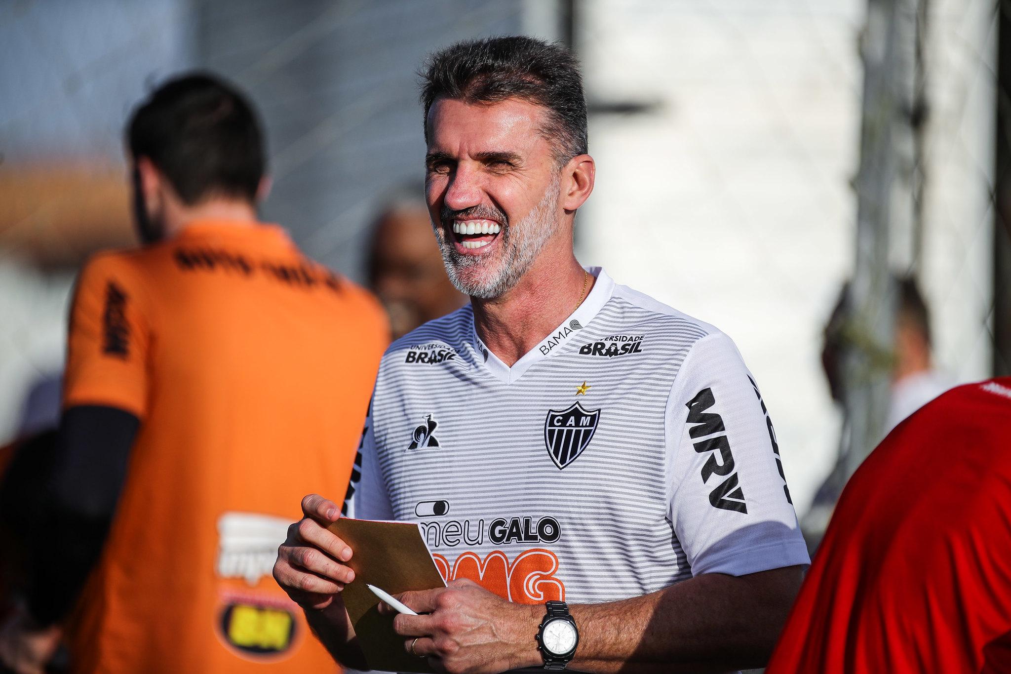 Mancini sabe que precisa obter bons resultados rapidamente, até porque seu contrato tem duração apenas até o fim da competição nacional.