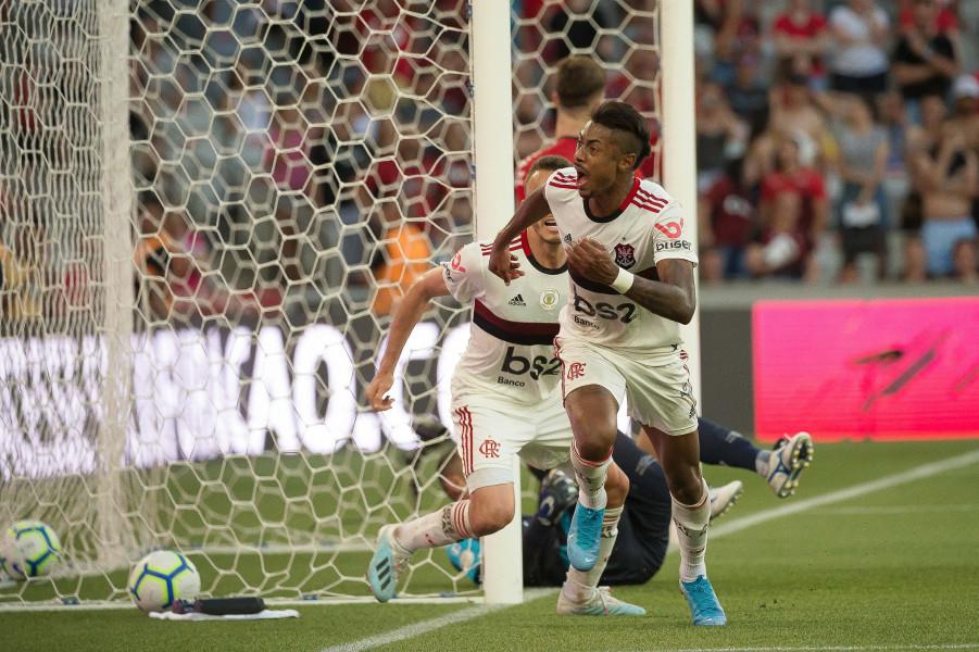 Atacante que brilha no Flamengo começou nos campos de várzea em Belo Horizonte
