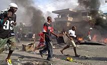 Motins no Haiti após eleições gerais em 2010. (Digital Democracy)