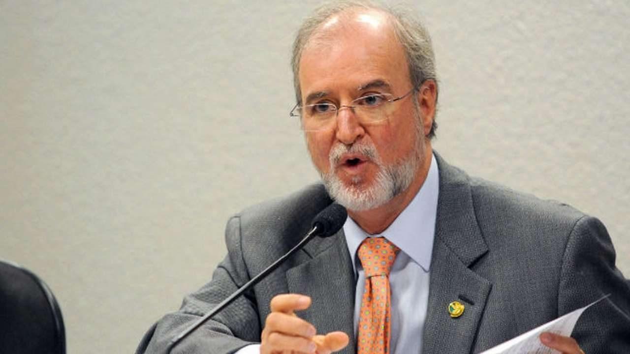 Azeredo foi condenado a 20 anos e um mês de prisão e cumpre a pena desde 23 de maio de 2018 em um batalhão do Corpo de Bombeiros de Belo Horizonte.