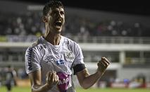 Gustavo Henrique vibra com gol Santos na Vila Belmiro em difícil jogo contra o o Ceará. (FLÁVIO HOPP / Gazeta Press)