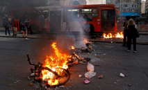 Incêndio em Santiago do Chile contra aumento nas passagens do metrô (AFP)