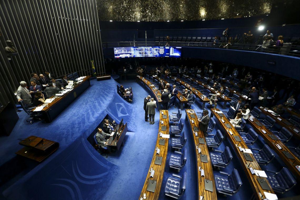 Para que seja aprovado e siga para promulgação, o projeto precisa alcançar o mínimo de 49 votos favoráveis.