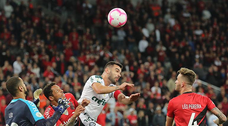 Pela terceira partida seguida fora de casa, o Palmeiras não vence.