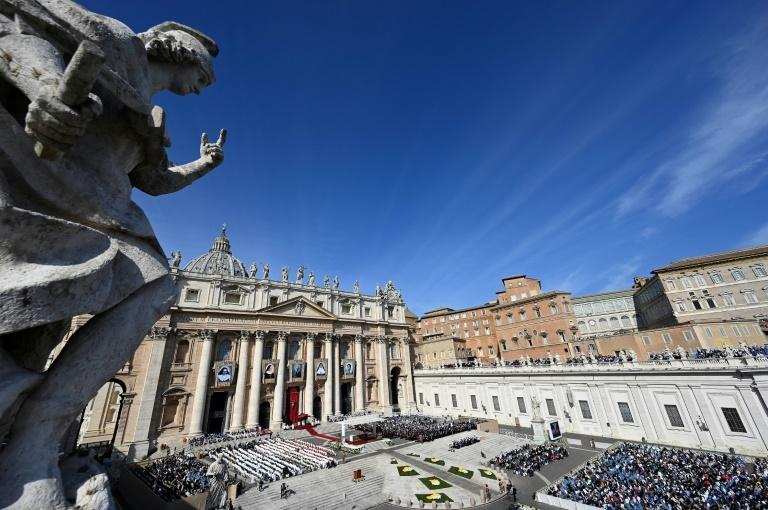 Relatos de falências iminentes são 'falsos', diz um aliado do papa