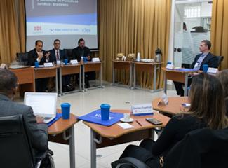 Professor Élcio Nacur Rezende (esq.), editor da Veredas do Direito. (Thiago Ventura/Dom Total)