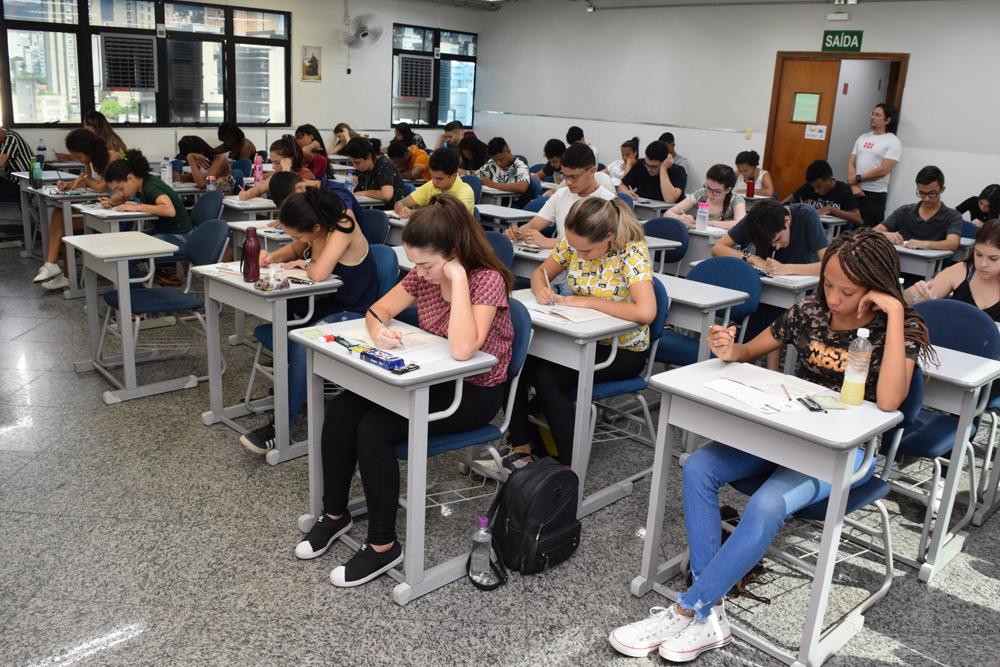 Vários estudantes disputaram as vagas oferecidas pela Dom Helder e EMGE