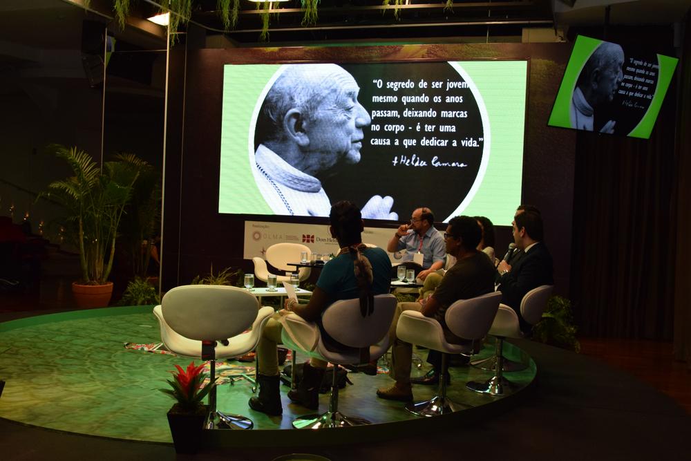 O professor Caio Lara citou falou sobre Dom Helder durante o semea