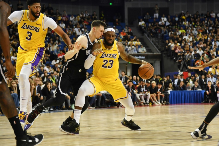 LeBron James durante partide de preparação com Los Angeles Lakers em 15 de outubro de 2019