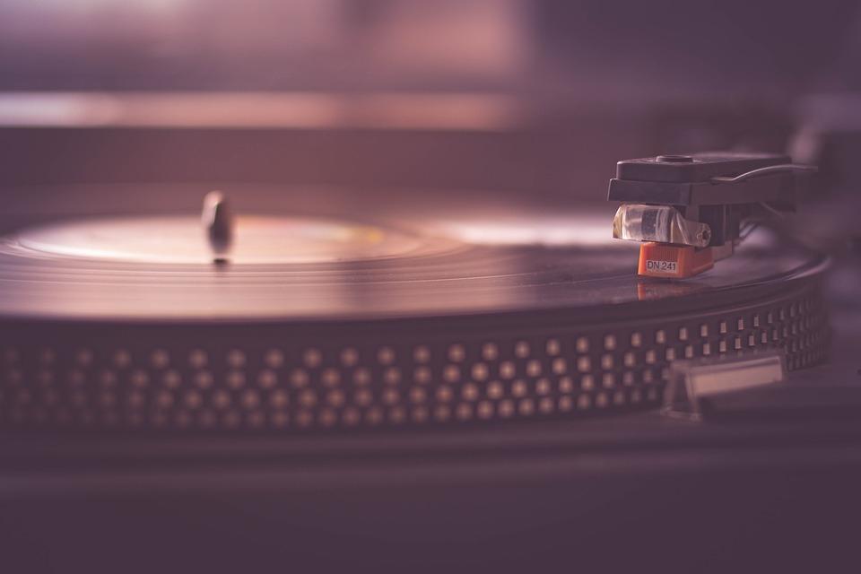 Chega um tempo, mesmo que tardio, que a gente dança acompanhando a música.