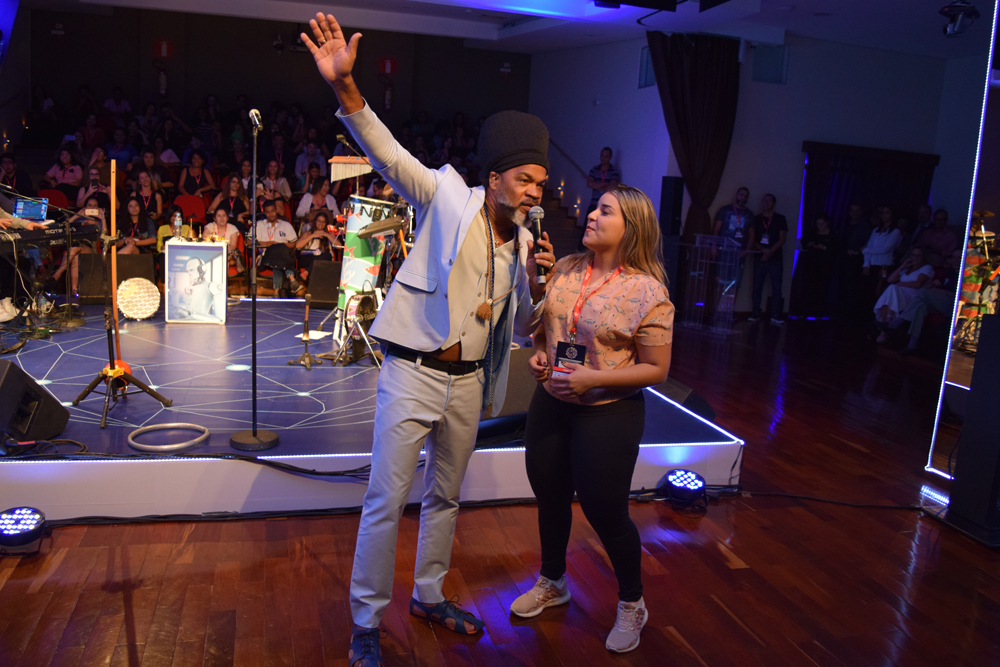 Carlinhos Brown encantou o público que participou do II Congresso do Conhecimento